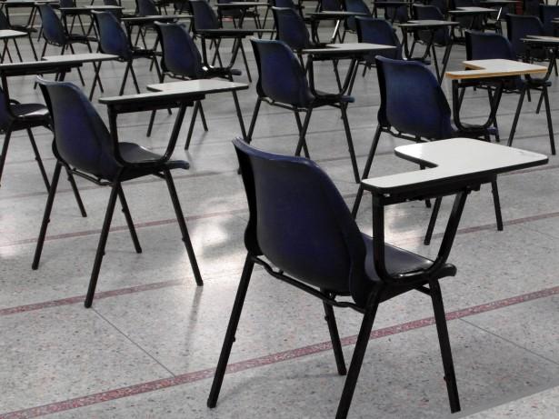 Empty Salón examen