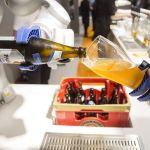 Robots que sirven cerveza y fábricas sin obreros, el nuevo proyecto de empresarios chinos