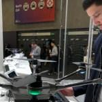 Lanzan una carcasa para celular que se convierte en dron (y toma buenas 'selfis')