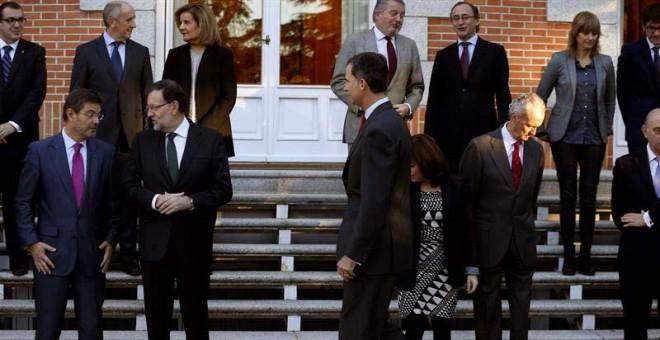 Mariano Rajoy, a la izquierda, junto al rey Felipe y buena parte de sus ministros en un reciente acto oficial. / J.J. GUILLÉN (EFE)