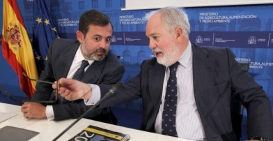 El exministro de Agricultura, Miguel Arias Cañete, junto a Federico Ramos, exnúmero tres de Presidencia. EFE