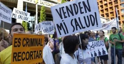 Una concentración a favor de la sanidad pública en el madrileño paseo del Prado. EFE
