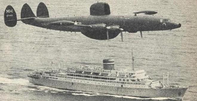 Un avión estadounidense vigila la travesía del Santa Liberdade.