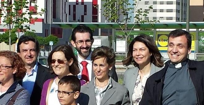 Corvera (al fondo) junto a la entonces consejera de educación de la Comunidad de Madrid, Lucía Figar.