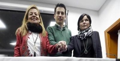 La denunciante de la Gürtel, Ana Garrido (i), de Acuamed, Azahara Peralta, y de la corrupción en el ejército, Luis Gonzalo Segura, durante la rueda de prensa de la Plataforma x la Honestidad, hoy en el Centro de peritaciones tecnológicas, en Madrid. EFE/J