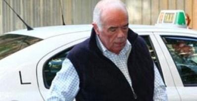 El extesorero de Alianza Pupular (AP) Rosendo Naseiro, a su llegada al Tribunal Superior de Justicia de Madrid donde compareció para testificar sobre su relación con el extesorero del PP Luis Bárcenas.