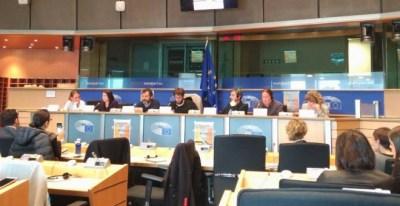 Una decena de organizaciones han sido invitadas a la Eurocámara por el eurodiputado de Podemos, Miguel Urbán, para tratar de buscar soluciones a esta problemática.