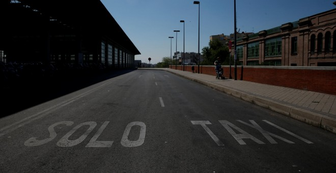 An empty taxi lane is seen outside Atocha rail station during a protest against Uber and Cabify which they say engage in unfair competition in Madrid, Spain, May 30, 2017. REUTERS/Susana Vera