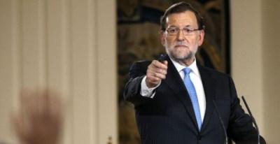 Rajoy da la palabra a un periodista durante la rueda de prensa de balance de legislatura. (Sergio Barrenechea / EFE)