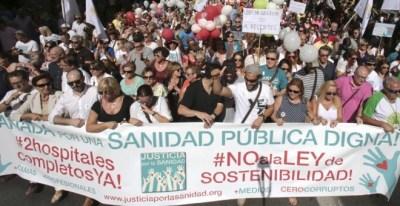 Manifestación organizada por la asociación Justicia por la Sanidad, que lidera Jesús Candel, bajo el lema 'Granada por una sanidad pública y digna'. EFE/Pepe Torres
