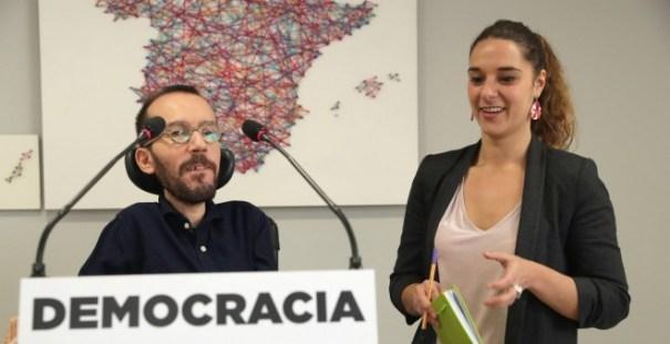El secretario de organización de Podemos, Pablo Echenique, y Noelia Vera, durante la rueda de prensa que ofrecieron tras la reunión del Consejo de Coordinación de Podemos.EFE/Zipi