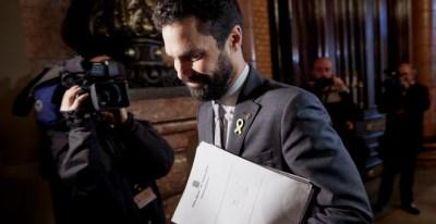 El presidente del Parlament, Roger Torrent, se dirige a la reunión semanal de la Mesa de la cámara catalana. EFE/Alejandro García