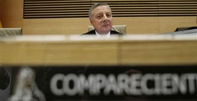 El exministro de Fomento José Blanco en la comisión de investigación del accidente ferroviario del Alvia en Angrois (Santiago de Compostela). (JUAN CARLOS HIDALGO | EFE)