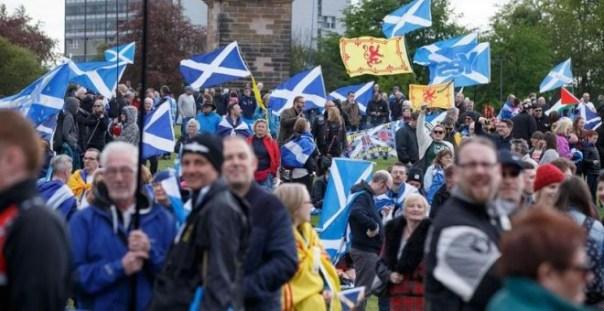 Manifestación de escoceses pidiendo un nuevo referendum de indepedendencia. EFE/EPA/Robert Perry