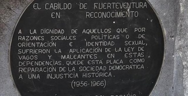 Placa en recuerdo a los presos que pasaron por el campo de Tefía. Cabildo de Fuerteventura