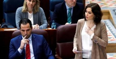 La presidenta de la Comunidad de Madrid, Isabel Díaz Ayuso y su vicepresidente Ignacio Aguado durante el pleno de la Asamblea de Madrid.(DAVID FERNÁNDEZ | EFE)