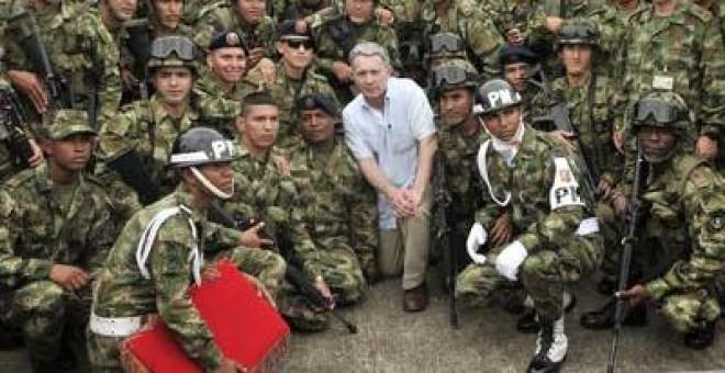 Resultado de imagen para uribe soldados