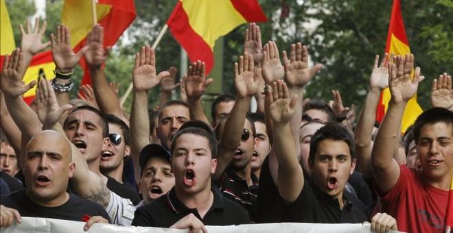 Cientos de ultraderechistas duranteuna manifestación convocada por Falange Española y el Nudo Patriota Español en Defensa de la Unidad de España. EFE