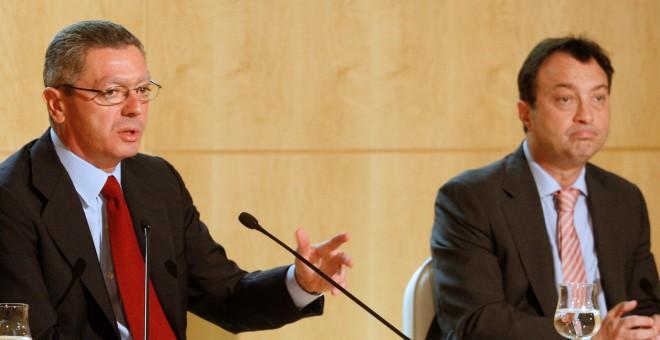 Alberto Ruiz Gallardón y Manuel Cobo en el Ayuntamiento de Madrid. -  EFE
