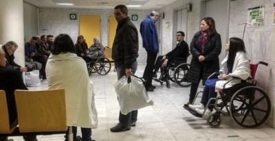 La Federación de Asociaciones para la Defensa de la Sanidad Pública denuncia que el colapso en urgencias es por los recortes sanitarios / EFE