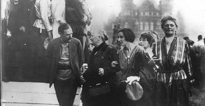 Clara Zetkin, primera por la izquierda. III Congreso del Komintern, Moscú, 1921.