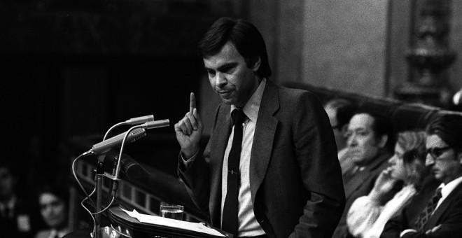 Felipe González durante la moción de censura al Gobierno de Adolfo Suárez