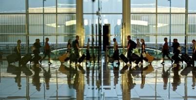 Viajeros en el aeropuerto de Madrid-Barajas. E.P.