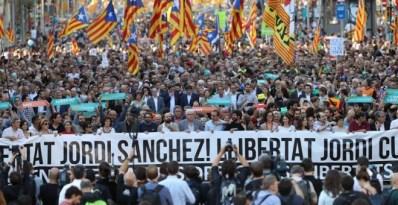 Manifestació en defensa dels drets i llibertats de Catalunya / EFE Toni Albir