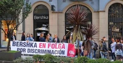 Las trabajadoras de Bershka cierran las tiendas de Pontevedra en la primera huelga en España en la historia de Inditex. CIG-Confederación Intersindical Galega