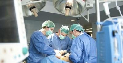 La Sanidad afronta la llegada del frío y la gripe con 51.000 puestos de trabajo menos en toda España. / EFE