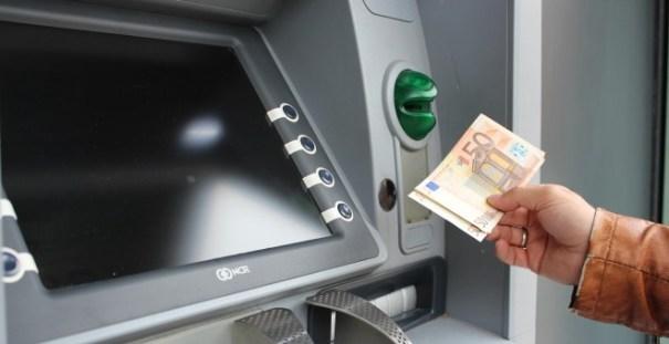 Los cinco grandes grupos bancarios españoles han reducido casi 50.000 empleos en un lustro.