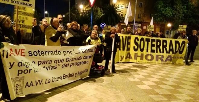 Una de las acciones de la Marea Amarilla granadina por el AVE a la capital andaluza. E.P