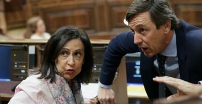 Los portavoces del PSOE y PP, Margarita Robles y Rafael Hernando./ EFE