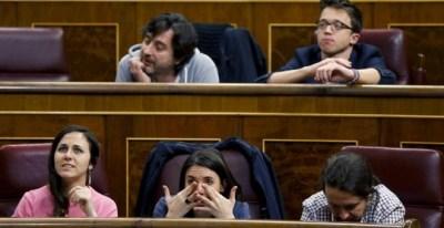 El secretario general de Podemos, Pablo Iglesias, junto a los diputados Irene Montero, Ione Belarra, Rafael Mayoral e Íñigo Errejón. - EFE