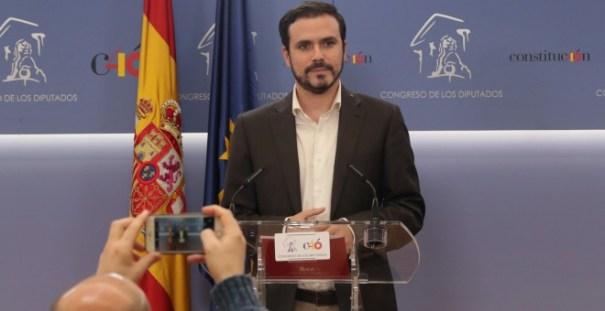 El líder de Izquierda Unida, Alberto Garzón, durante la rueda de prensa que ha ofrecido en el Congreso, en la que ha presentado una proposición de reforma del Código Penal para la protección de la libertad de expresión. EFE/ Zipi