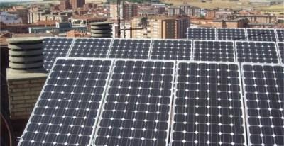 Paneles solares en una comunidad de vecinos en Palencia. / ENERDISA/ELEKTRA