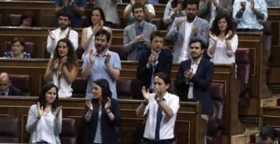 La bancada de Unidos Podemos durante la moción de censura a Mariano Rajoy / EFE