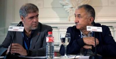 El secretario general de CCOO, Unai Sordo (i), junto al secretario general de UGT, Pepe Álvarez (d), durante su participación en el curso 'La economía ante el blockchain. Lo que está por venir', que ha comenzado hoy dentro de la programación de la Univers