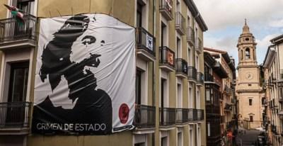Una de las pancartas que recuerda la muerte de Germán Rodríguez.