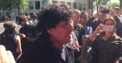El periodista Jorge Correa atiende a los medios minutos antes del inicio del juicio.- Fragmento del vídeo grabado por Juan Carlos Mohr