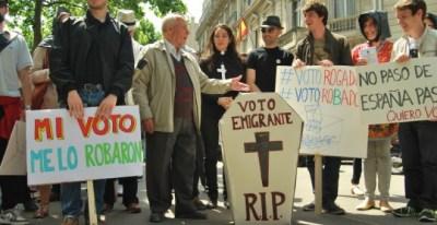 Manifestación de la Marea Granate, a propósito del voto rogado. Foto: MAREA GRANATE
