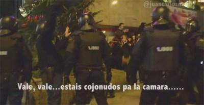 Captura de un vídeo grabado por Juan Carlos Mohr que refleja una carga policial durante una protesta en Madrid.