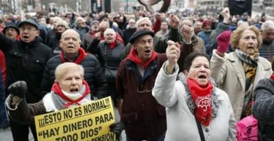 Los pensionistas vascos han retomado hoy en el arenal bilbaíno sus movilizaciones para reclamar unas pensiones 'dignas' tras las fiestas navideñas. EFE/Luis Tejido