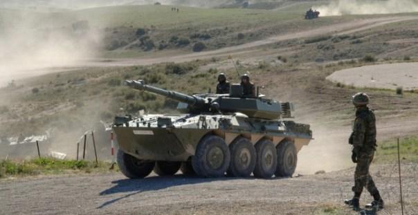 Imagen de un carro blindado del Ejército. ARCHIVO