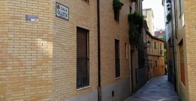 Los tres bloques de viviendas de alquiler social se encuentran en la calle Jusepillo Olieta de Zaragoza, en el barrio de La Magdalena.- EDUARDO BAYONA