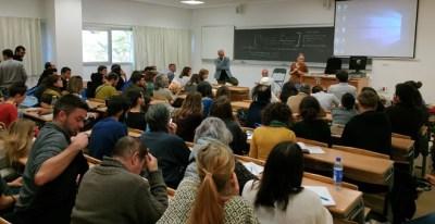 Asistentes a la charla 'El Ibex patrocina el cambio climático' en la Cumbre Social. / GUILLERMO MARTÍNEZ