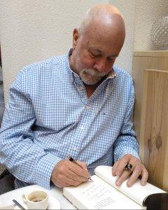 Ramón Lobo, en la librería La Central (Madrid).