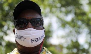 Un hombre, durante las protestas en Nueva York tras la muerte de George Floyd. REUTERS.