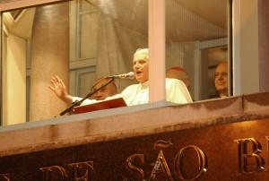 Pope Benedict XVI speaks from the balcony of the Monastery of Saint Benedict in São Paulo © Fabio Pozzebom/Agência Brasil   Wikimedia Commons