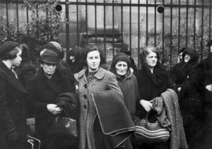 Polish Jews expelled from Germany in late October 1938 © H. Großberger | German Federal Archive